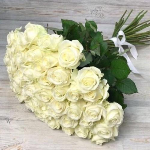 Купить на заказ Букет из 51 белой розы с доставкой в Есике