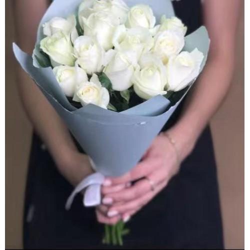Купить на заказ 15 белых роз с доставкой в Есике